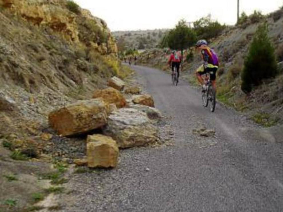 Tramo de la vía verde a su paso por La Puebla de Valverde.