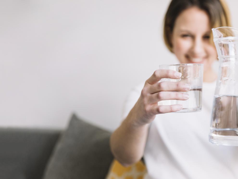 Entre el 70 y el 80% del líquido debe provenir de las bebidas que se ingieren.