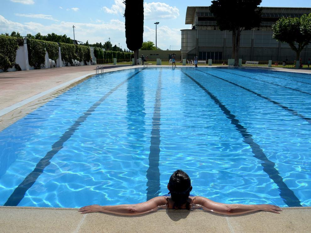 Imagen de archivo de la piscina municipal de San Jorge, en Huesca.