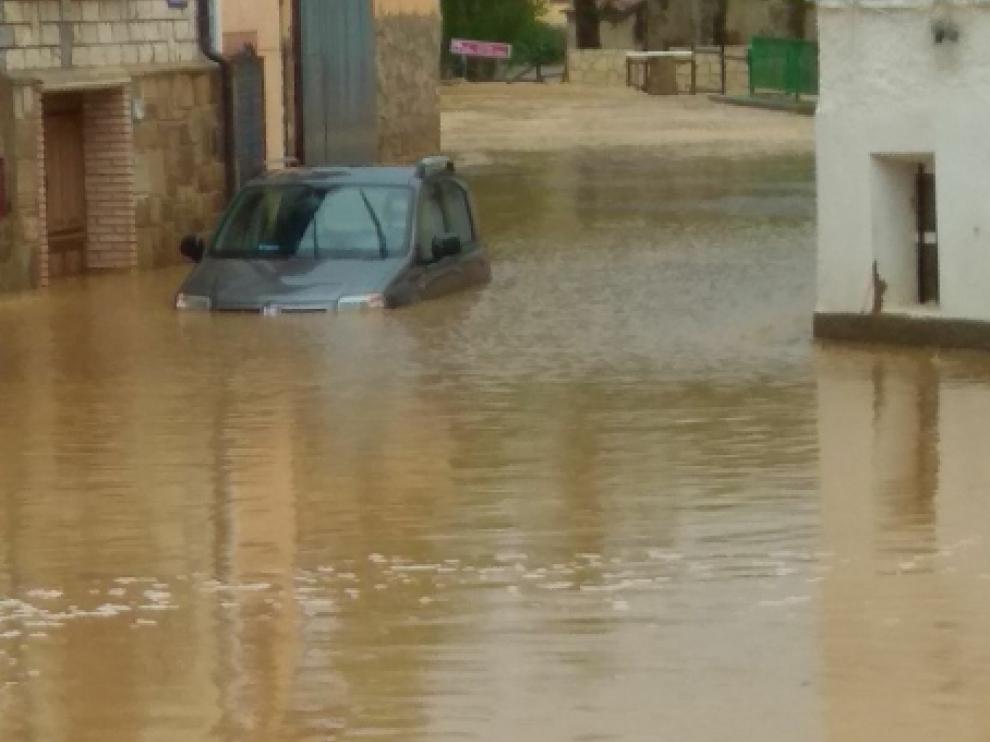En Santed, el agua ha inundado los bajos de una treintena de viviendas.