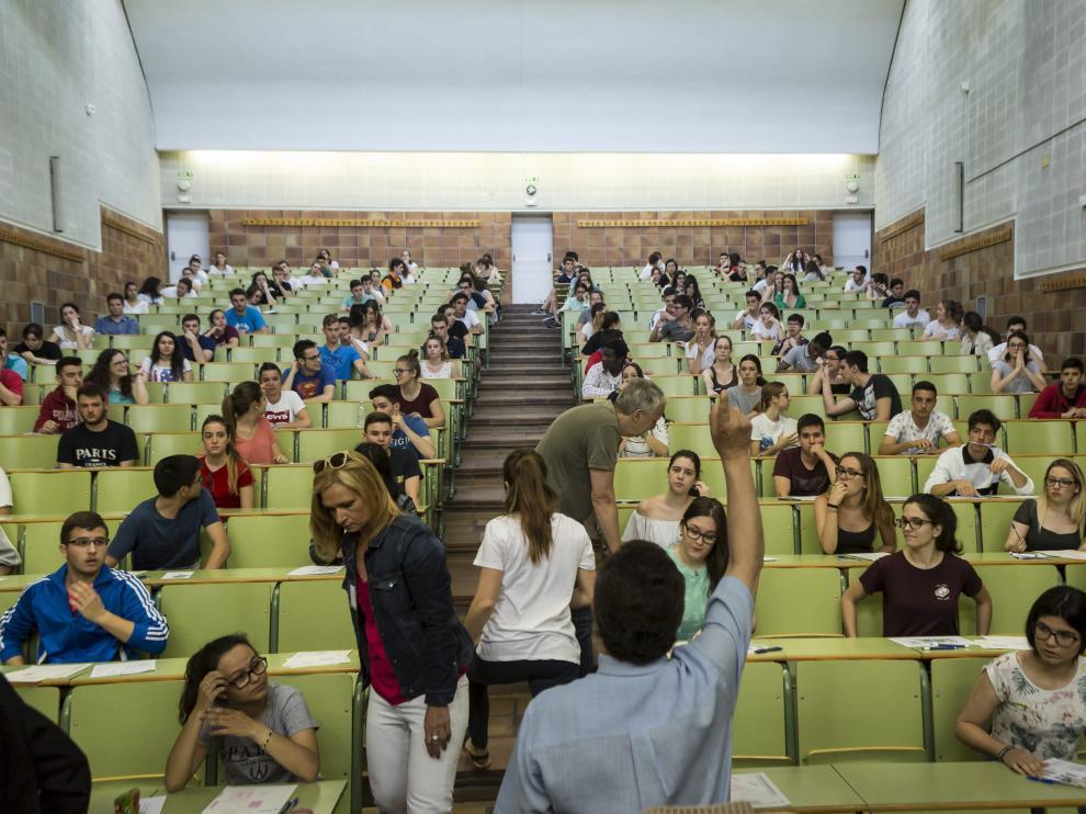 Estudiantes aragoneses preparándose para hacer la selectividad el año pasado