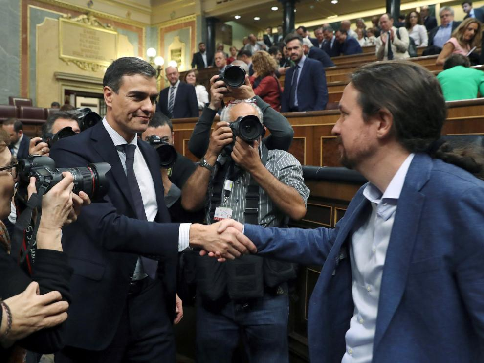 Pablo Iglesias felicita a Pedro Sánchez