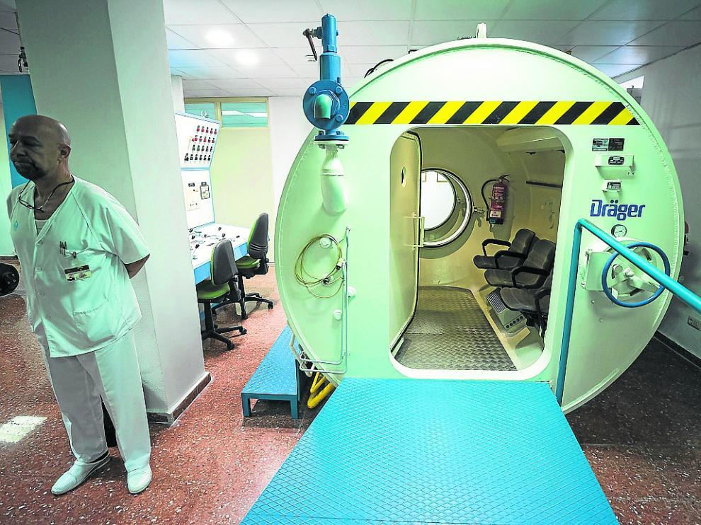 La cámara hiperbárica del hospital General de la Defensa es de uso militar y civil.