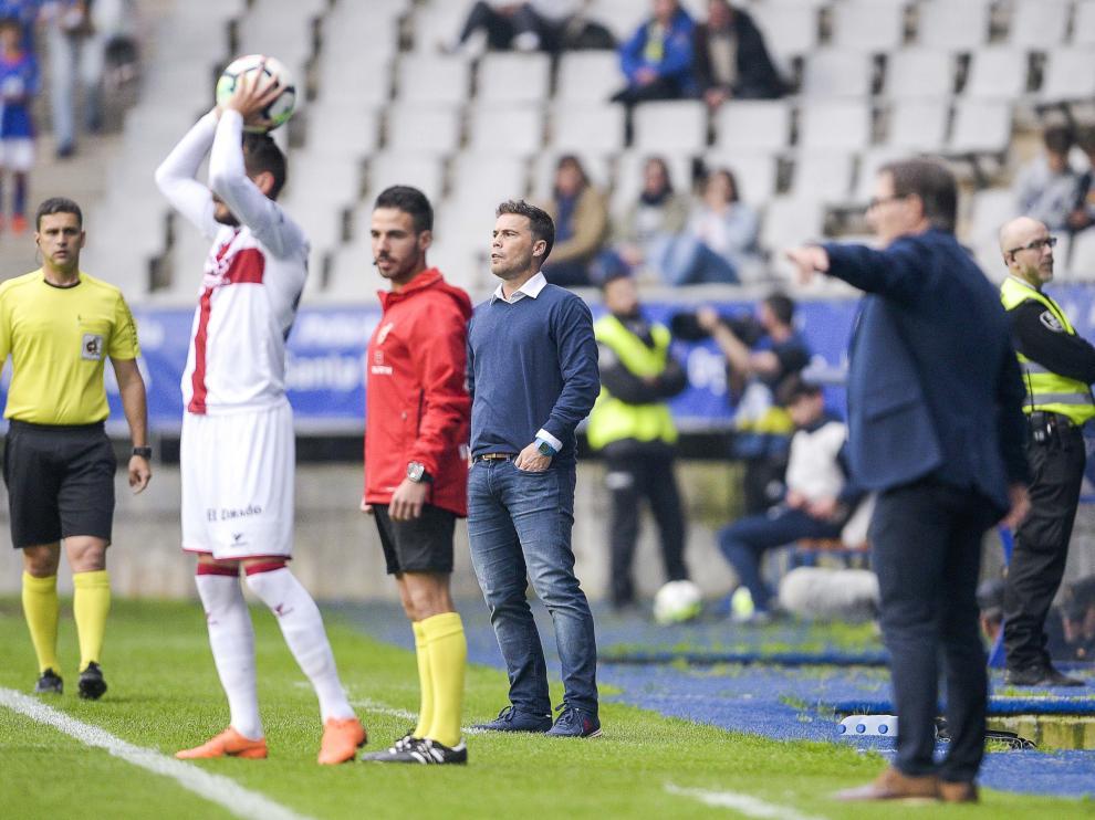 Rubi, en su último partido al frente del Huesca.