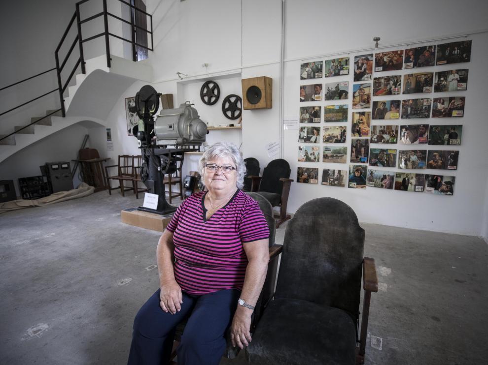 Pilar Puértolas en el cine de Pozán, espacio originario de los años 50 y recuperado para el pueblo.