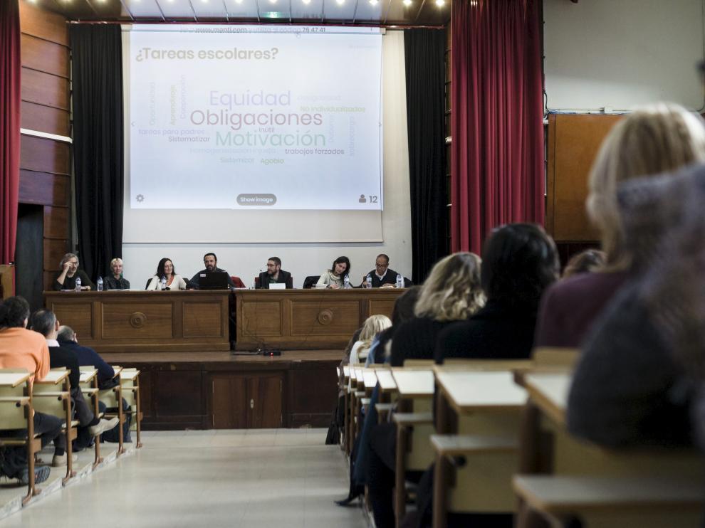 Jornada de debate sobre los deberes en Aragón celebrada el pasado diciembre en Zaragoza