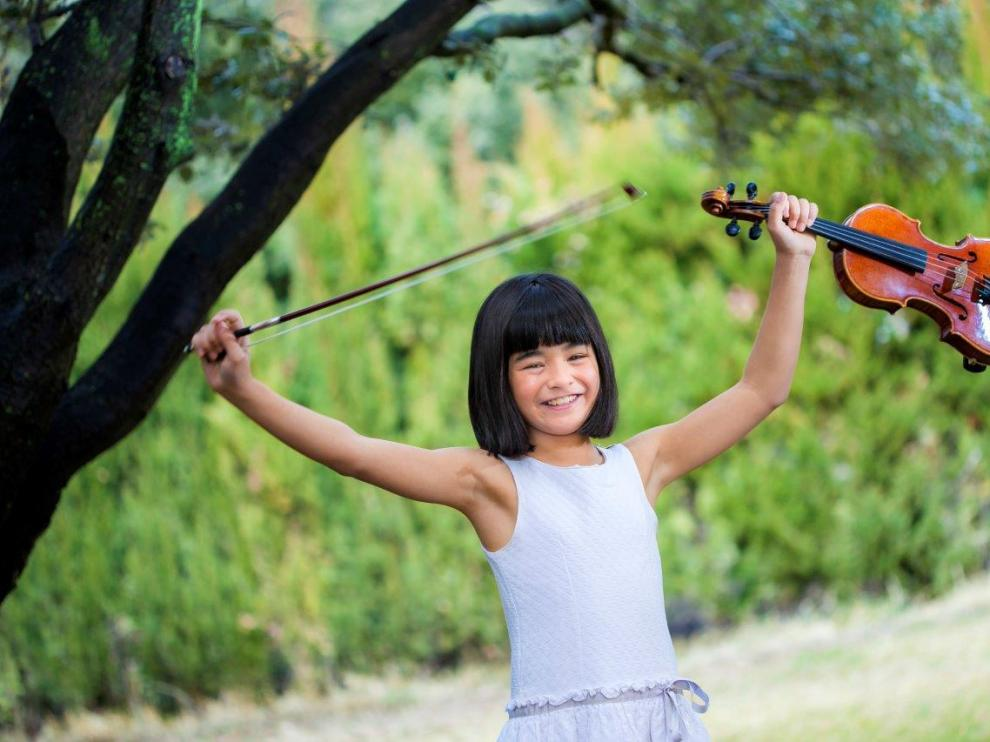 La niña violinista Mai Mita Torres.