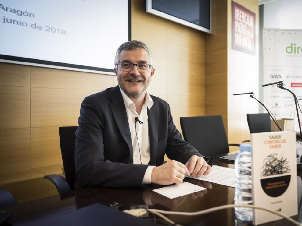 Enrique Sueiro, durante el taller organizado por Dircom Aragón en Ibercaja.