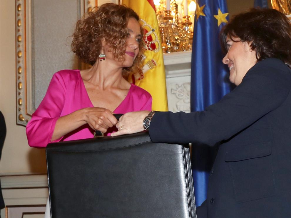 Meritxell Batet con Soraya Sáenz de Santamaría