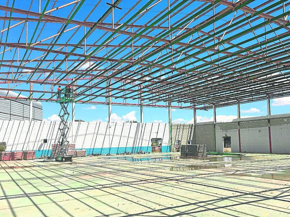 Trabajos en el antiguo pabellón Las Fuentes, que será remodelado por completo.