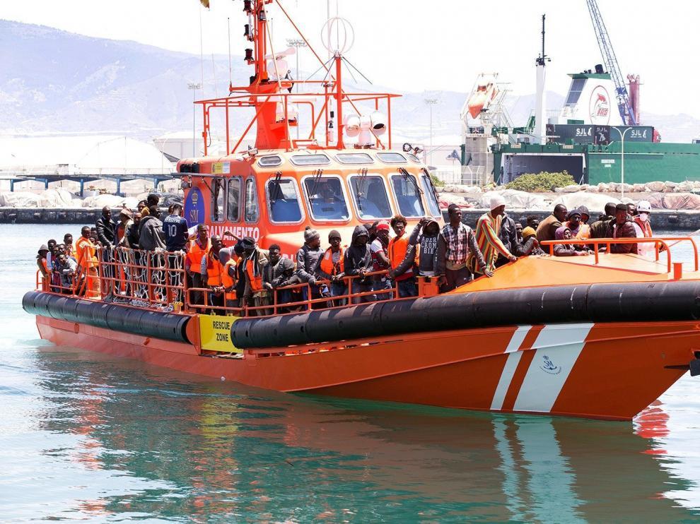 Rescatados 89 inmigrantes de dos embarcaciones en Alborán este sábado.