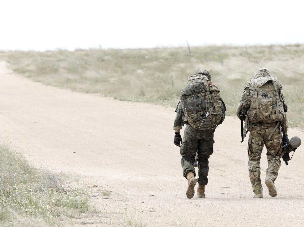 Paracaidistas del Ejército de EE. UU., en el campo de maniobras de San Gregorio