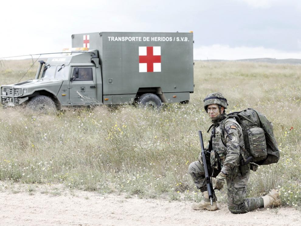 Paracaidistas del Ejército español y del de EE. UU., en el campo de maniobras de San Gregorio