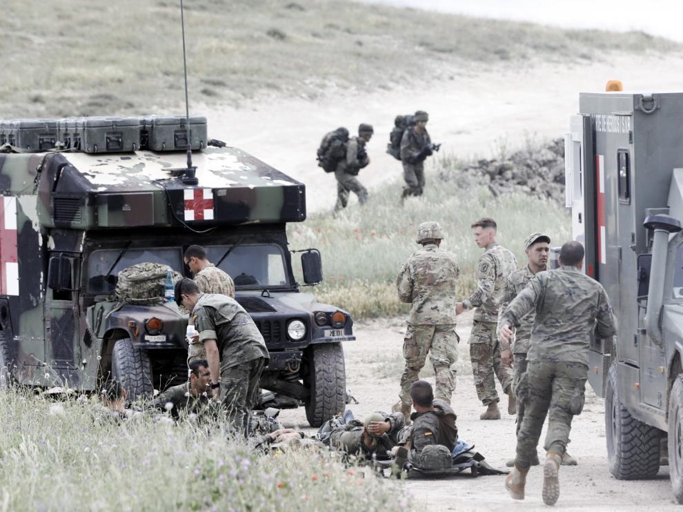 Varios militares heridos atendidos en el campo de San Gregorio.