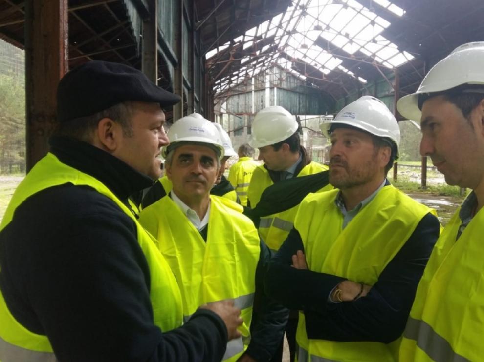 La futura estación de Canfranc, en marcha con el traslado de 38 vagones históricos