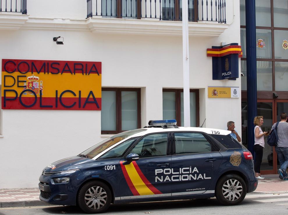 Comisaría de la Policía Nacional de Estepona donde se encuentran los dos agentes detenidos.
