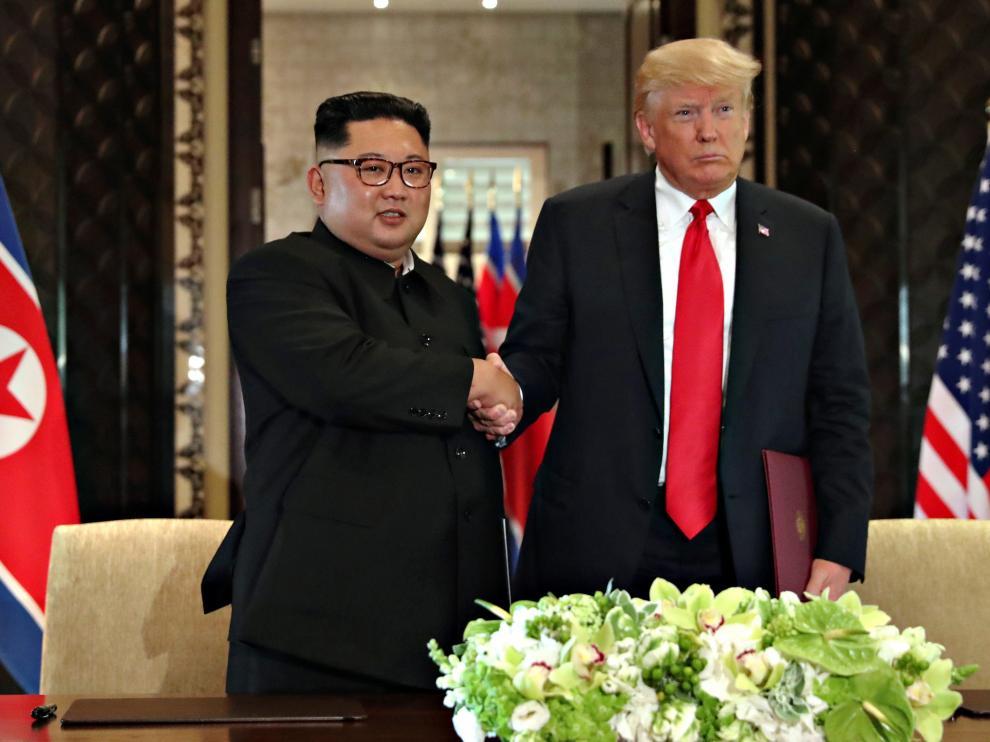Imagen de archivo de Donald Trump y Kim Jong-un en su última reunión.