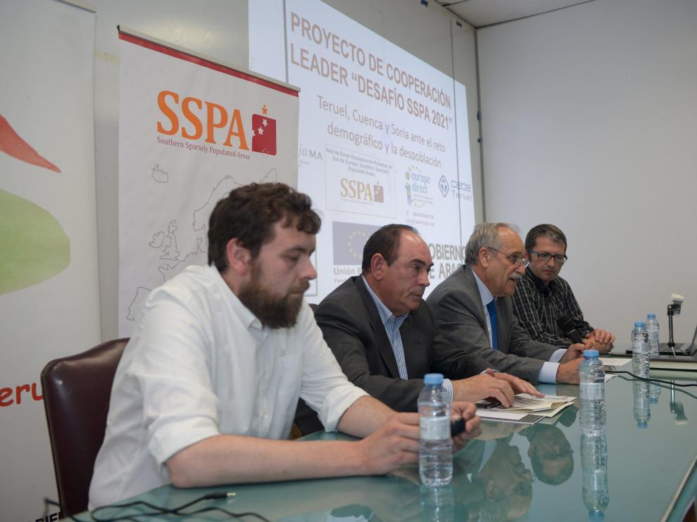 Representantes de la CEOE y los grupos Leader en una asamblea informativa sobre la SSPA.