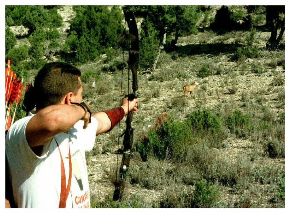 Escena de caza con arco.