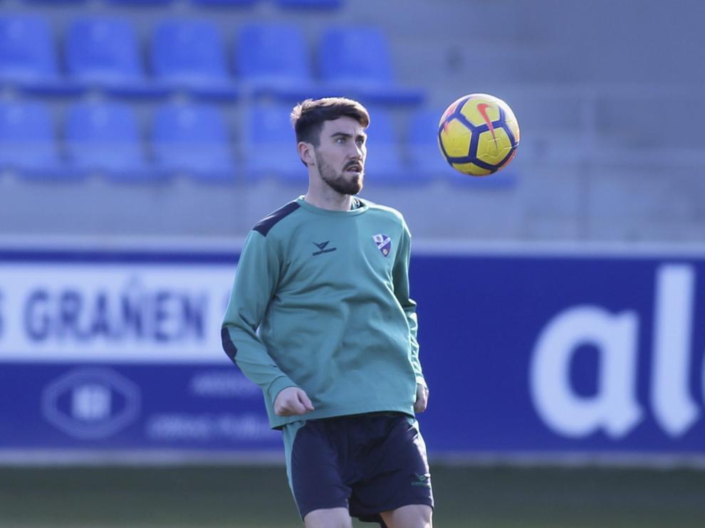 Moi Gómez en un entrenamiento con el Huesca.