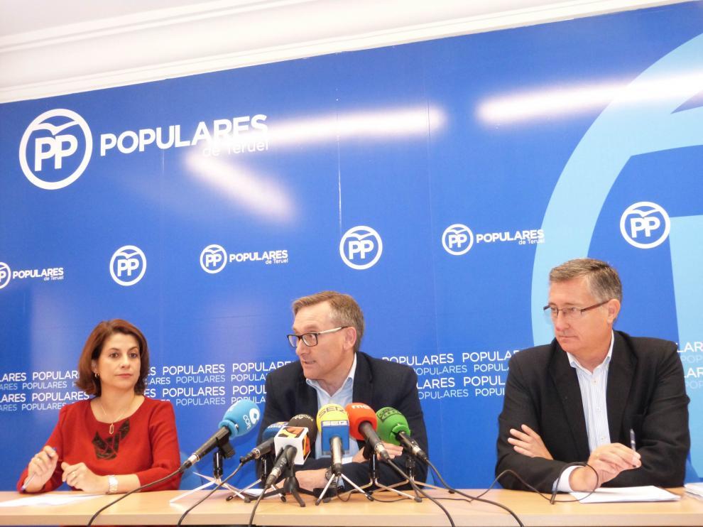 Buj, Juste y Blasco, en la rueda de prensa para valorar el relevo en la Moncloa.