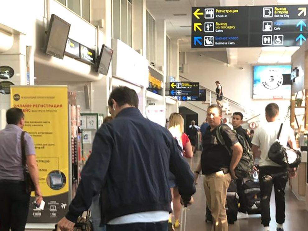 Julen Lopetegui, exseleccionador de España, fotografiado esta tarde en el aeropuerto de Krasnodar donde ha tomado un vuelo de regreso a Madrid. Lopetegui ha sido destituido esta mañana por la Federación España de Futból.