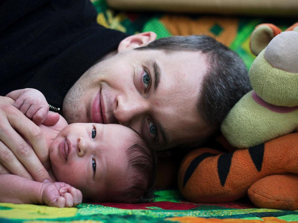 Tras ser padres, los hombres experimentan un aumento de la actividad en zonas del cerebro asociadas a la recompensa y la empatía