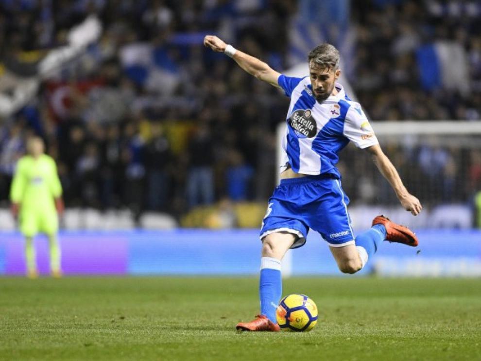 Luisinho durante un partido con el Deportivo.