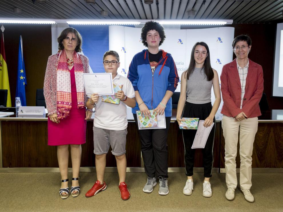 Paloma Villaro, delegada especial de la Agencia Tributaria; Miguel Sánchez, María Ioana Mihaila, Marta Sola y Concha Roldán, coordinadora del programa de educación cívico-tributaria.