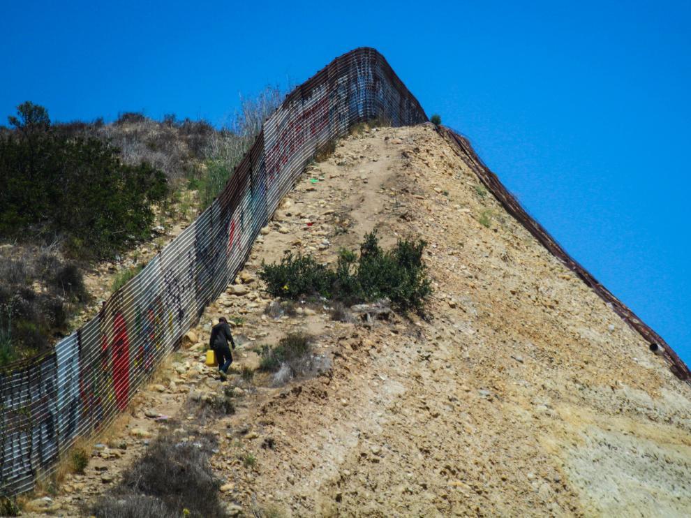 Valla fronteriza en Tijuana.
