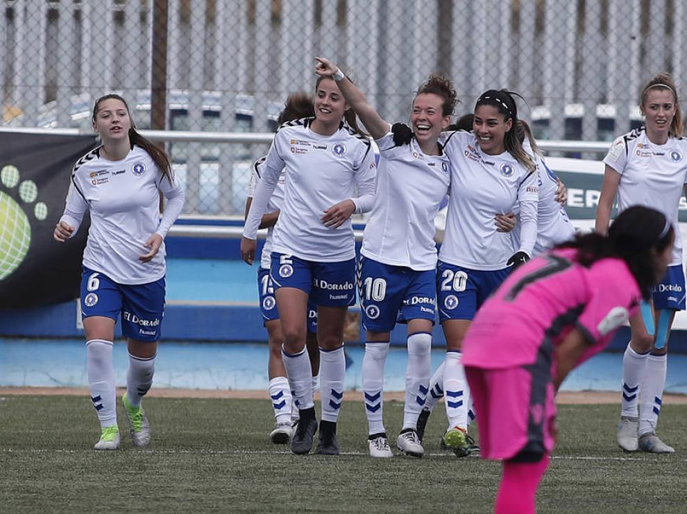 Un partido del Zaragoza Club de Fútbol Femenino esta temporada en Primera División Femenina.