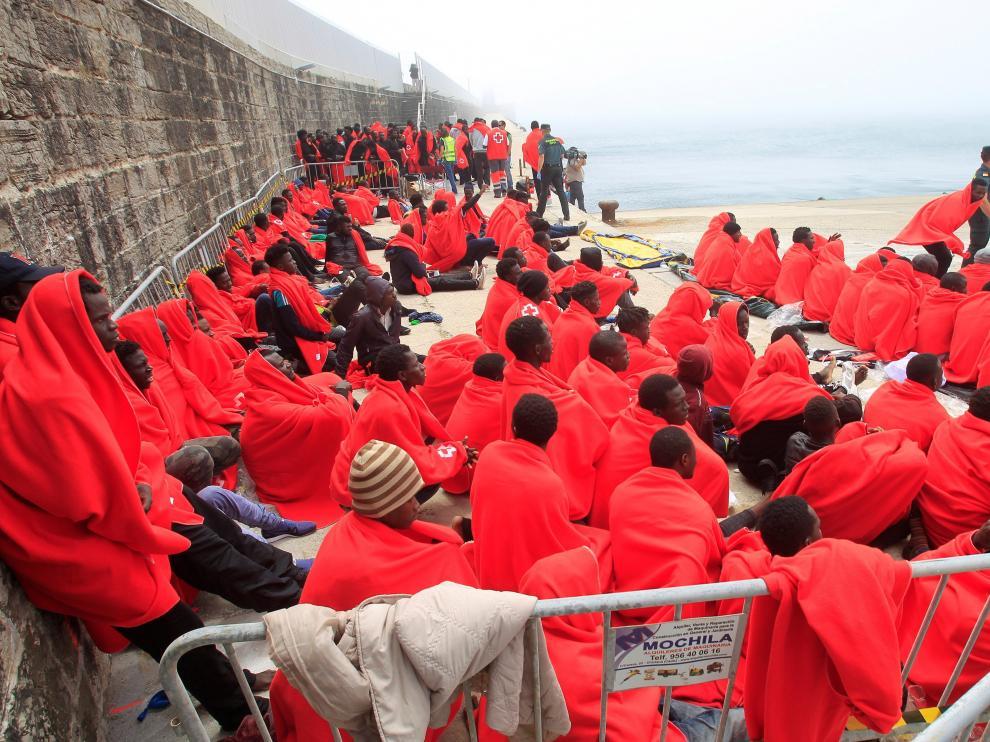 Más de 600 personas han llegado a las costas españolas en las últimas horas y cuatro de ellas han muerto en el intento.