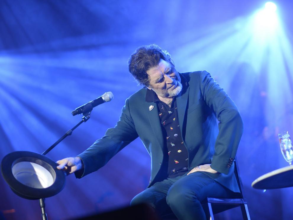 Joaquín Sabina se queda mudo en el escenario