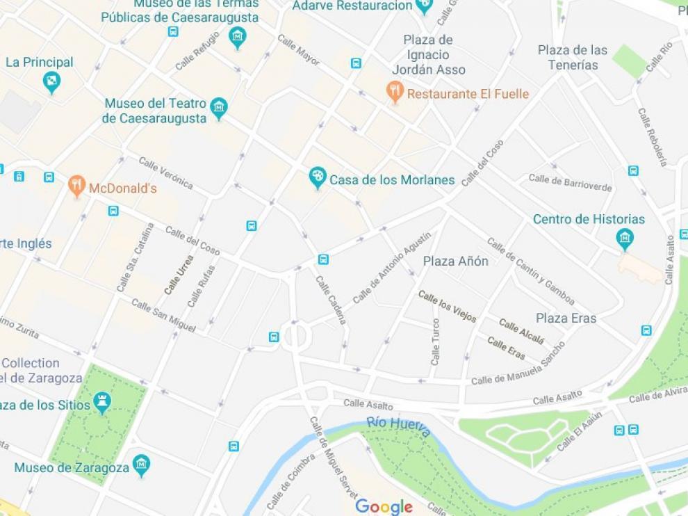 El ciclista se ha caído cuando circulaba por cerca de la plaza de la Magdalena de Zaragoza.
