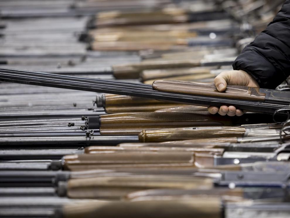 Según los cálculos de Small Arms Survey, en EE.UU. hay 120,5 armas de fuego civiles por cada 100 habitantes.