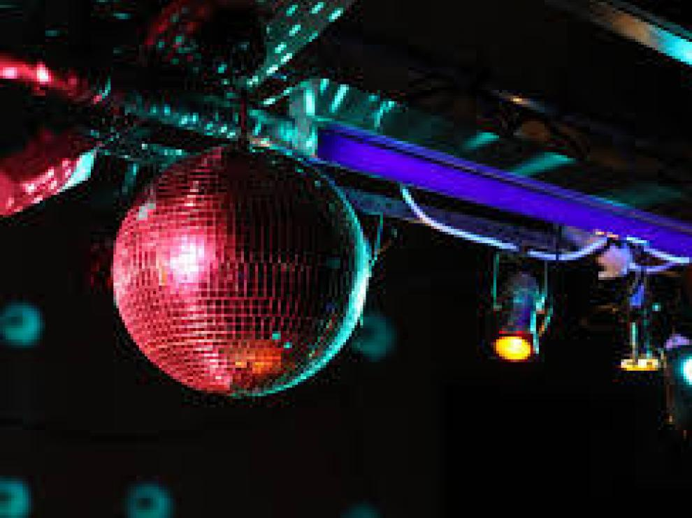 Condenan a un portero de discoteca por denegar la entrada a una mujer transexual