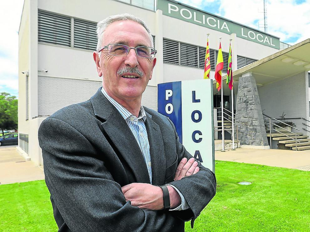 lberto Edroso tomó el mando de la Policía Local de Huesca en 2001 tras de once años de jefe en Jaca.