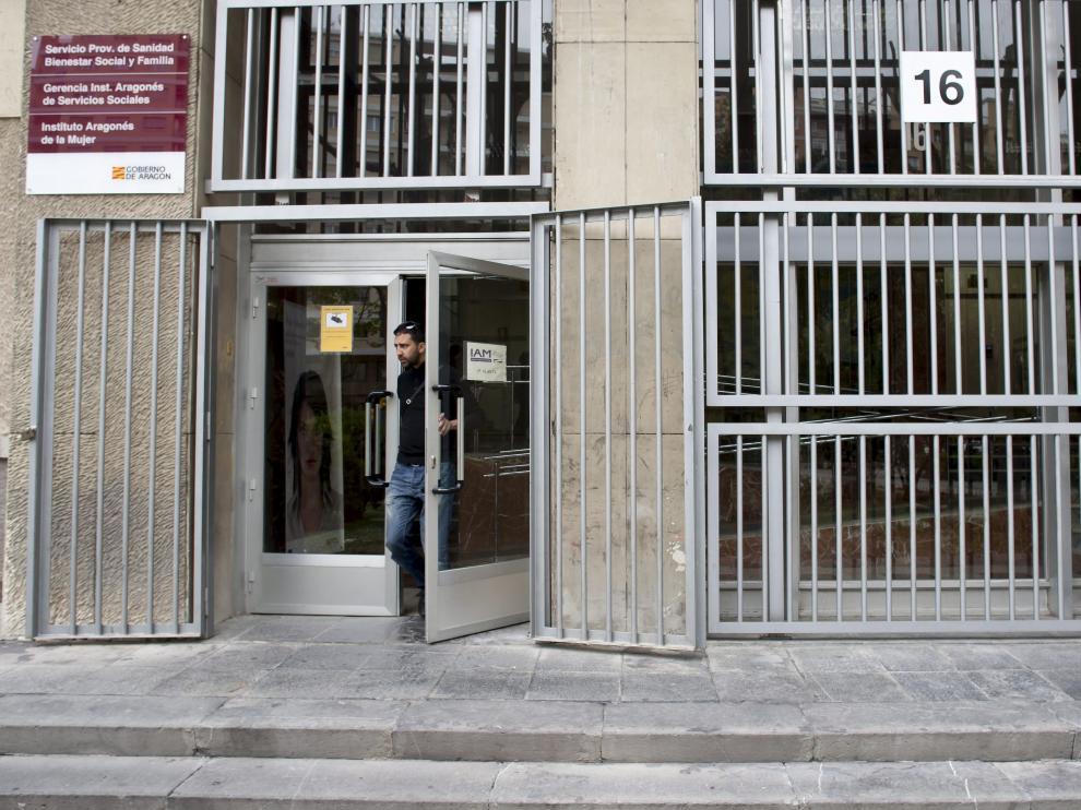 Imagen exterior de la sede del Instituto Aragonés del Servicios Sociales, en el paseo de María Agustín de Zaragoza.