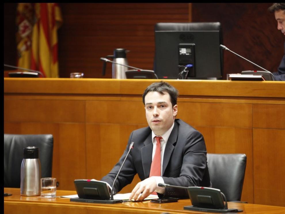El director general de director general de Planificación, Ricardo Almalé, este martes durante su comparecencia en las Cortes de Aragón.