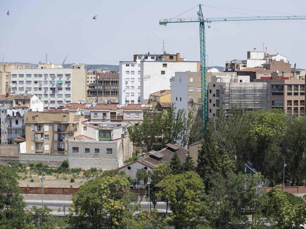 Vista general de los terrenos de la factoría Averly, en la confluencia del paseo de María Agustín y la calle de José María Escrivá de Balaguer.
