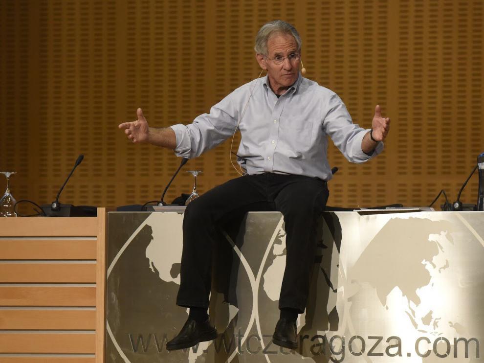 Jon Kabat-Zinn, profesor del MIT, durante su intervención en el 5º Congreso internacional de Mindfulness en Zaragoza.