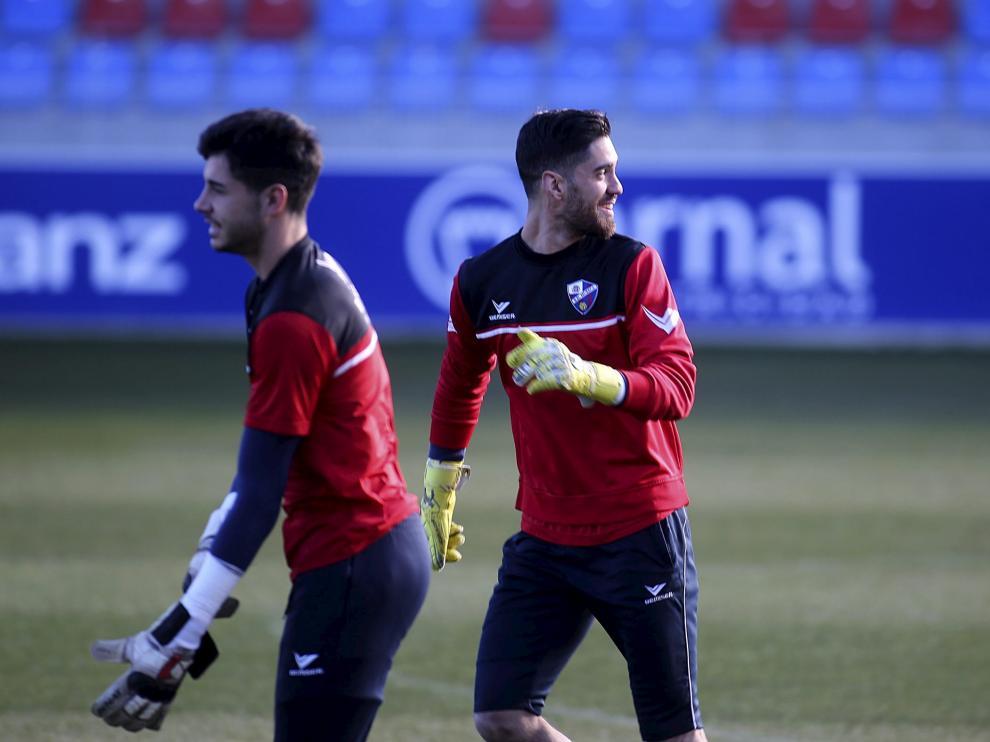 Roberto Santamaría en su primer entrenamiento con la SD Huesca tras llegar en el mercado invernal procedente del Reus.