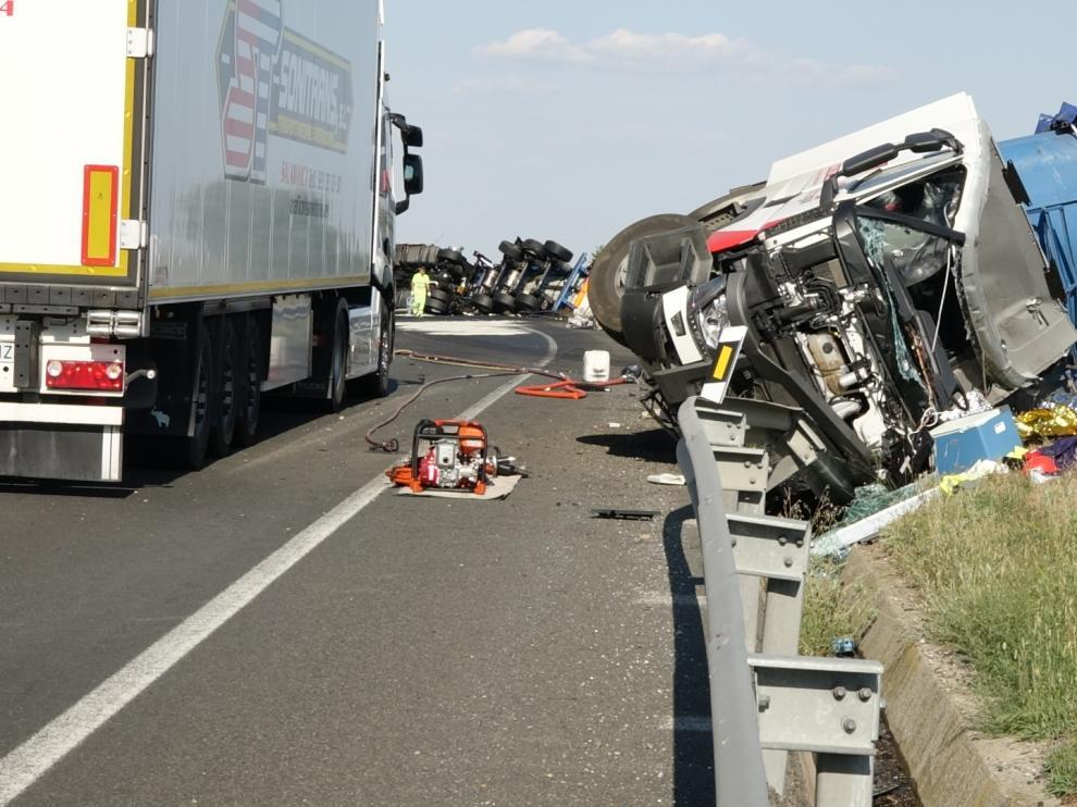 Un fallecido tras el choque de dos camiones en Candasnos