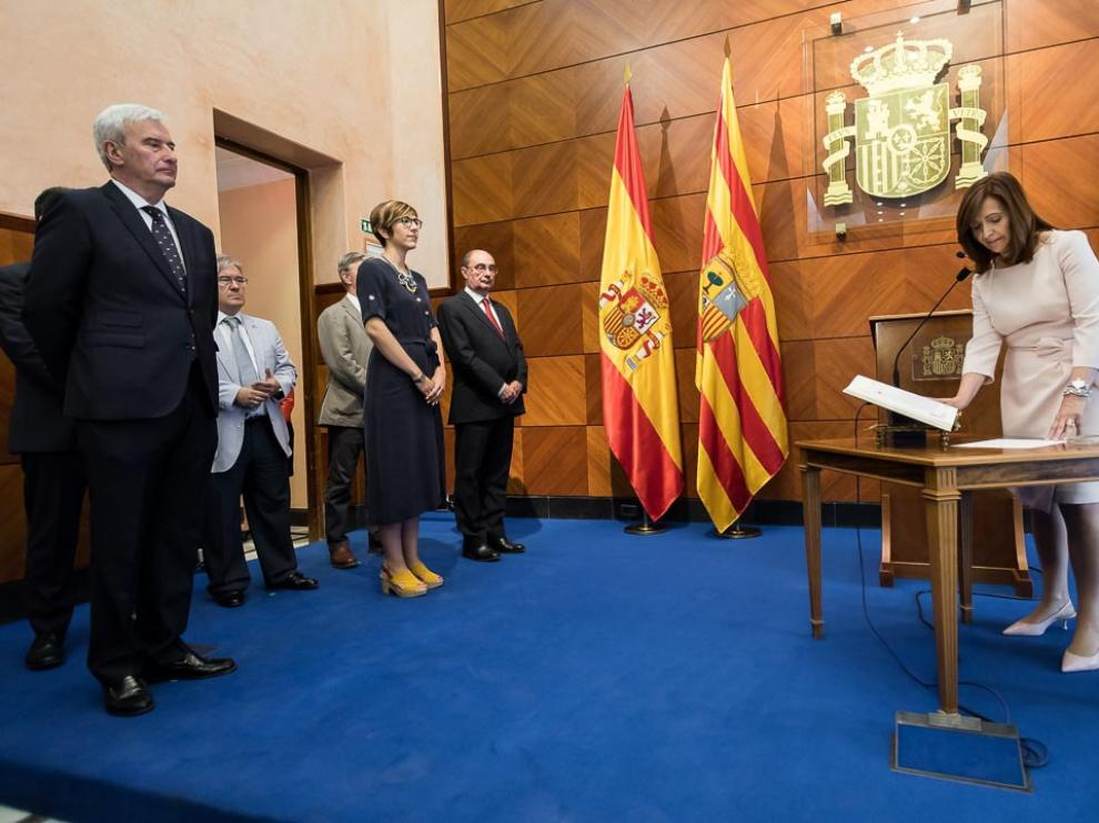 Carmen Sánchez ha prometido el cargo como delegada del Gobierno ante las principales autoridades de Aragón.