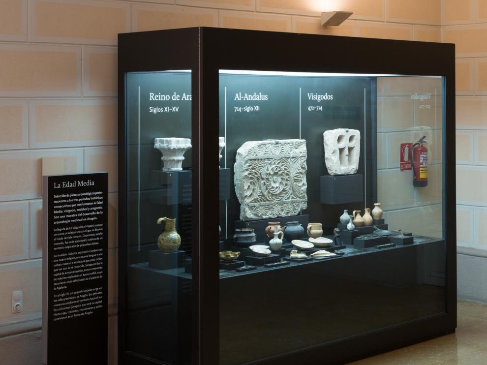 La nueva vitrina de arqueología medieval del Museo de Zaragoza