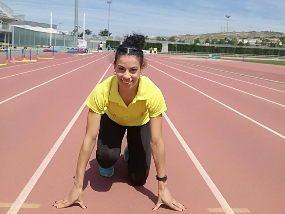 Bianca Acosta, en las pistas del Centro Aragonés del Deporte
