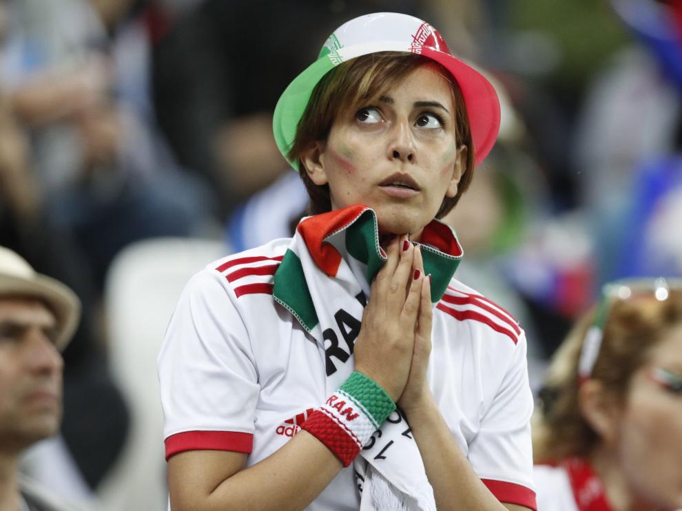 Una seguidora de la selección iraní, durante el partido Irán-España