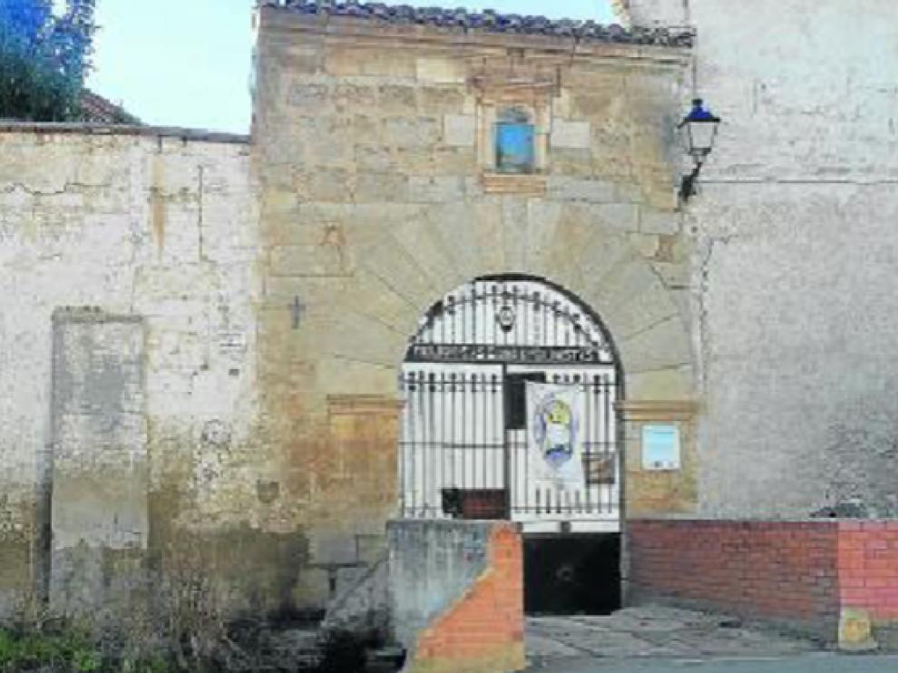 Entrada principal al convento de monjas concepcionistas de Calamocha, cerrado en 2007.