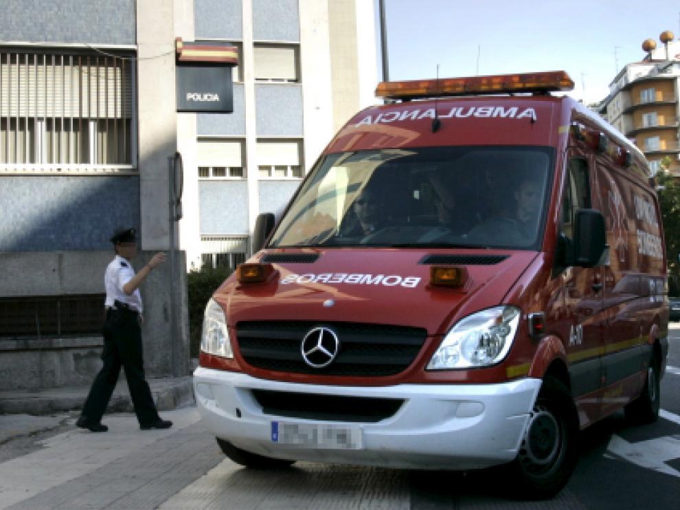 Imagen de archivo de una ambulancia de los Bomberos de Zaragoza como la que trasladó al joven epiléptico al hospital en diciembre de 2017.