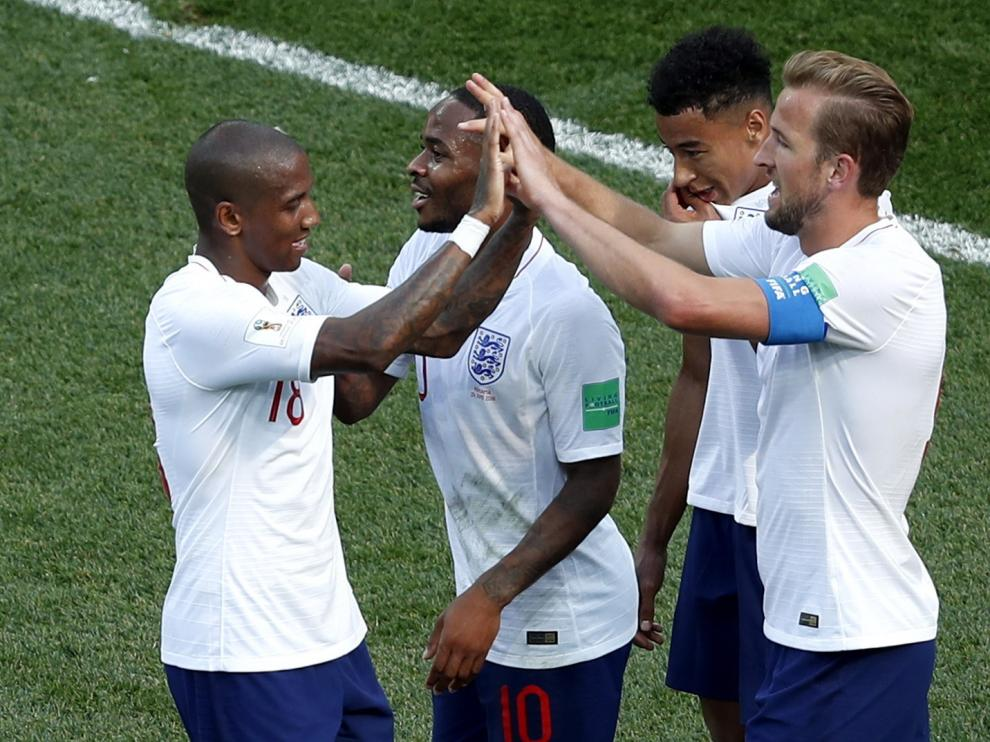 Inglaterra celebra el gol.